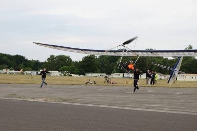 L'avion à propulsion humaine en compétition en Angleterre