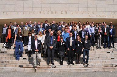 Plus de 100 experts de l'œnologie-viticulture réunis à Bordeaux